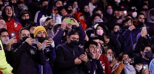 Vuelven los hinchas a las canchas: cómo van a hacer para ver un partido de fútbol